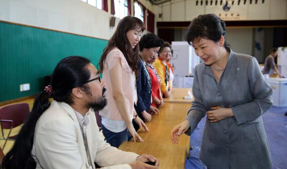 김한울 투표참관인 박근혜 악수 거부